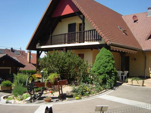 Holiday Home Au Cheval Blanc Ruederbach : Guest accommodation near Kœstlach