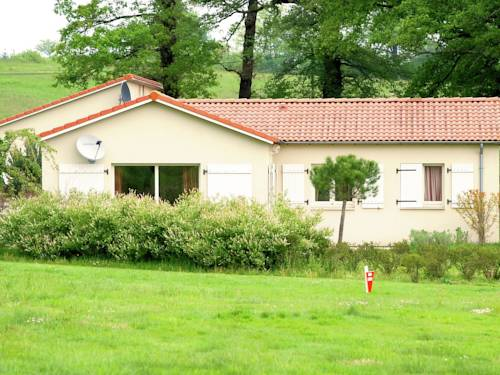 Holiday Home Creuse Saint Junien : Guest accommodation near Saint-Junien