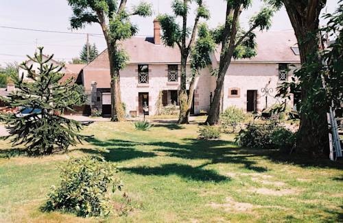 Le Clos Fleuri : Guest accommodation near Saint-Claude-de-Diray