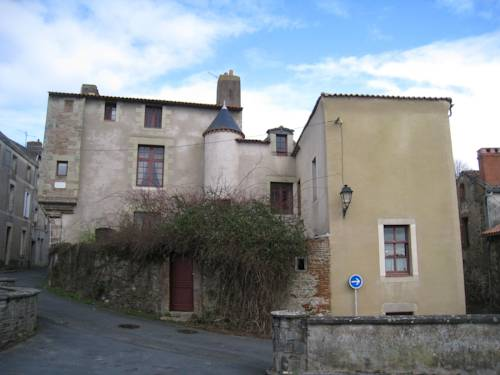 Le Logis des Tourelles : Bed and Breakfast near Beaupréau