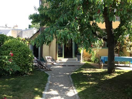 Le Séchoir à Tabac : Bed and Breakfast near Saint-Denis-en-Val