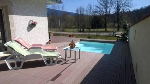 Villa Poupoune : Guest accommodation near Nivollet-Montgriffon