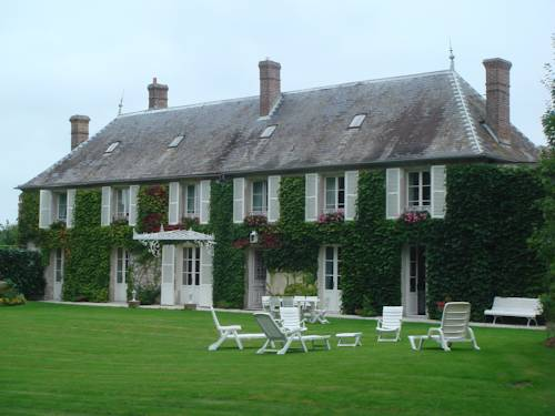 La Maison Blanche : Bed and Breakfast near Faverolles
