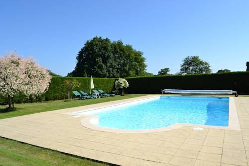 La Roulais Holiday Cottages : Guest accommodation near Armaillé