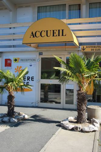 Première Classe Mâcon Sud : Hotel near Bey
