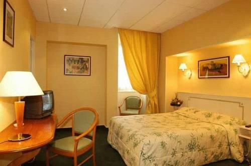 Logis Au Grand Hotel : Hotel near Mayenne