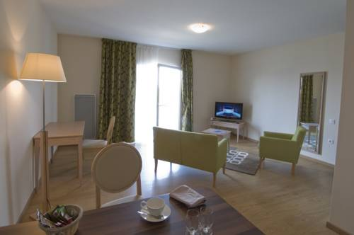 Domitys Le Jardin des Lys : Guest accommodation near Saint-Germain-du-Corbéis