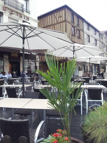 Hotel du Pot d'Etain : Hotel near Marne