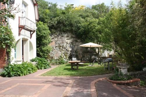 Gîtes de La Perrière : Guest accommodation near Béhuard
