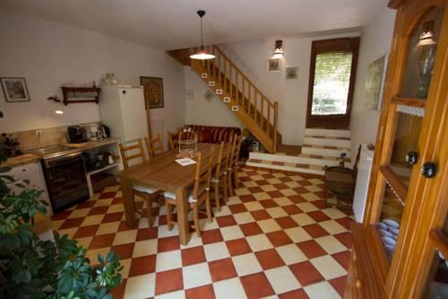Gîte L'Eglantine : Guest accommodation near Saint-Laurent-du-Verdon