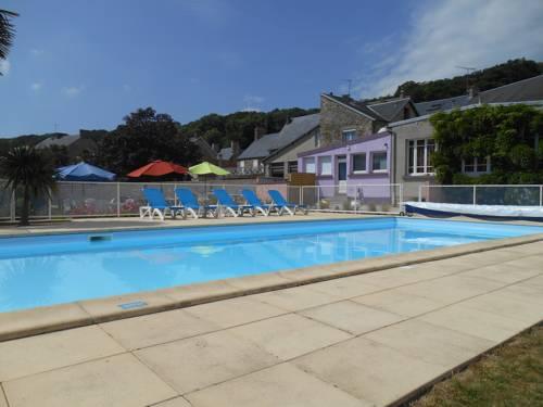 Hotel Restaurant Des Bains : Hotel near Angey