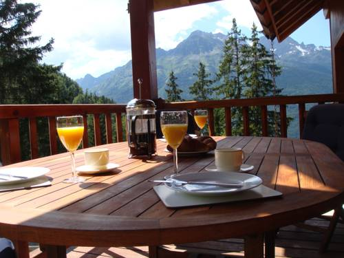 Chalet Clementine : Guest accommodation near Allemond