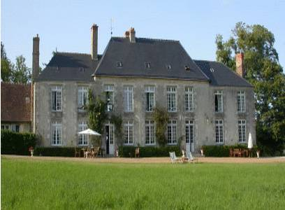 Château de Sarceaux : Bed and Breakfast near Damigny