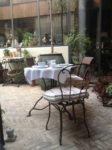 La Maison Rousseau Chambre d'hôtes : Bed and Breakfast near Nîmes