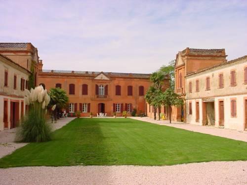 Chambres d'Hôtes du Château de Razengues : Bed and Breakfast near L'Isle-Jourdain