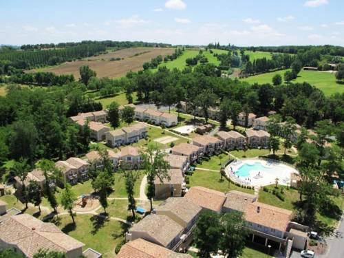 Le Domaine Du Golf D'albret Golf & Resort : Guest accommodation near Ambrus