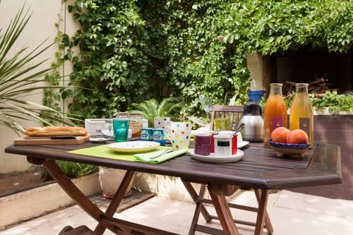 Le Patio de Valros : Bed and Breakfast near Alignan-du-Vent