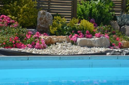 Gîtes sous les Tonnelles : Guest accommodation near Arzay