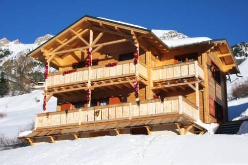 Chalets Légendes d'automne : Guest accommodation near Vars