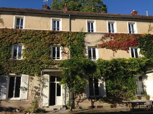 Demeure Les Aiglons : Bed and Breakfast near Poligny