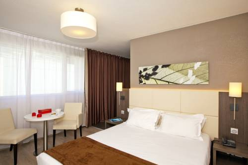 Séjours & Affaires Montreuil Saint Mandé : Guest accommodation near Vincennes