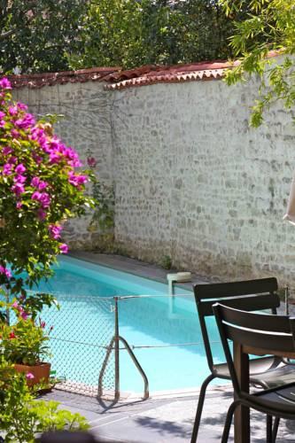La Maison du Canal : Guest accommodation near La Rochelle