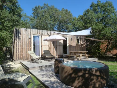 Lodges en Provence & Spa : Guest accommodation near Solérieux