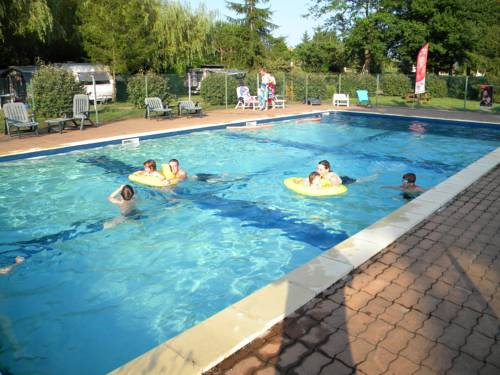 Team Holiday - Camping Les Catalpas : Guest accommodation near Fumel