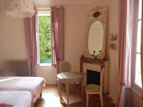 Chambres d'Hôtes de la Fontaine : Bed and Breakfast near Ribérac