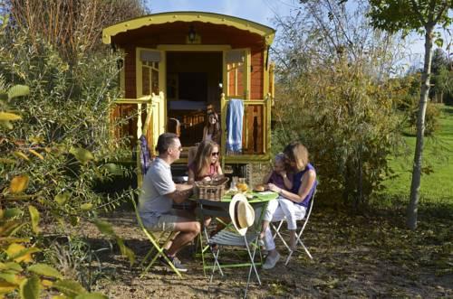 Les Roulottes & Cottages du Moulin : Guest accommodation near Aviré