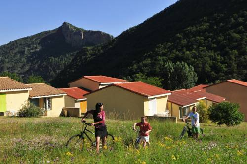 Le Vallon Des Sources : Guest accommodation near Lambruisse