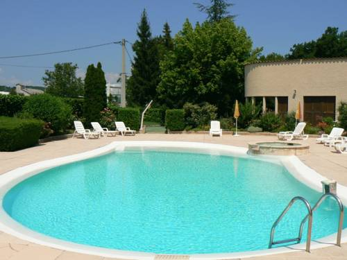 Hotel Les Chênes : Hotel near Valavoire