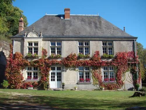 Chambre d'hôtes Le Manoir de la Guépière : Bed and Breakfast near Nazelles-Négron