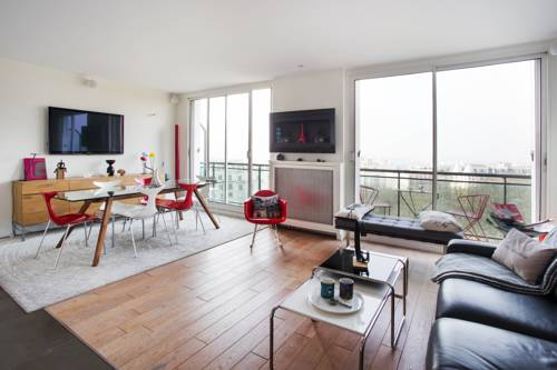 Buttes Chaumont Apartment View : Apartment near Paris 19e Arrondissement