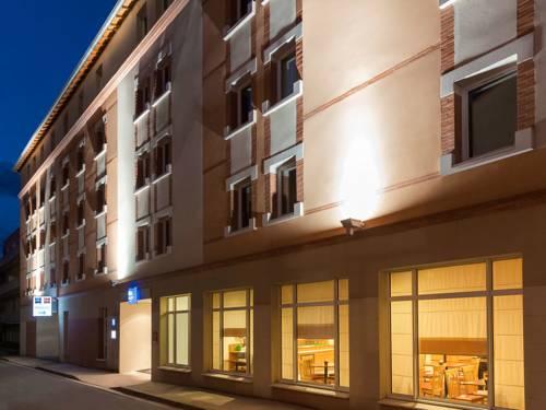 hotel lescure d 39 albigeois hotels near lescure d. Black Bedroom Furniture Sets. Home Design Ideas