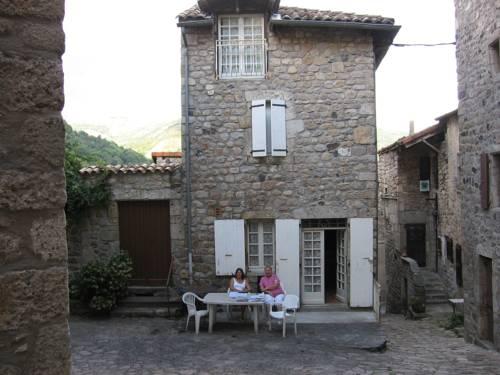 Gite Antraigues sur Volane, Ardèche : Guest accommodation near Aizac