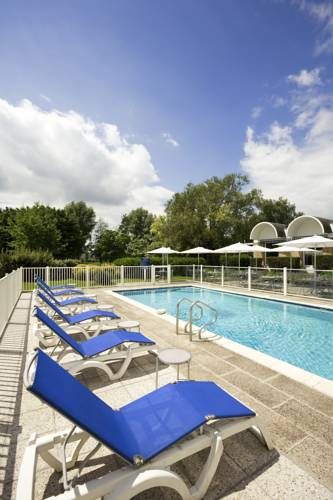 Novotel Valenciennes : Hotel near Bellaing