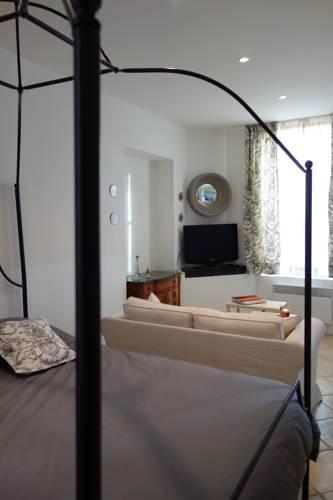 La Terrasse de Mademoiselle : Apartment near La Celle-Saint-Cloud
