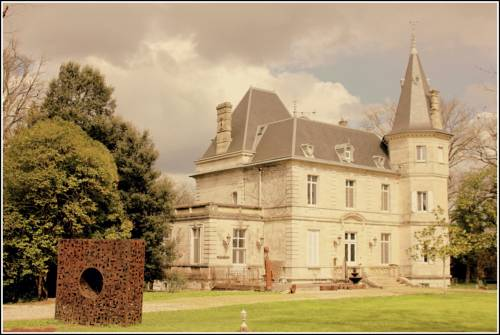 Château de Lagravade : Bed and Breakfast near Boé