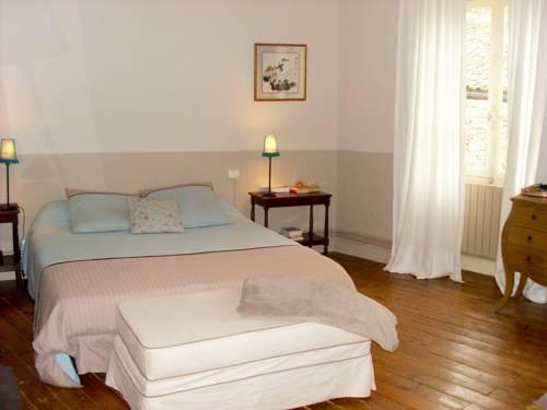 maison de charme : Guest accommodation near Chizé