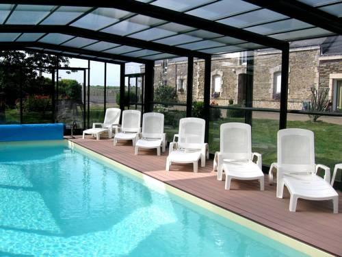 Chambres d'hôtes - Au Domaine des Camélias : Bed and Breakfast near Bieuzy