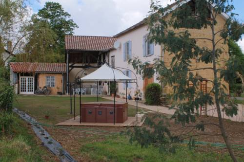 Chez Janne : Bed and Breakfast near Aux-Aussat