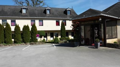 Hôtel La Tour des Anglais : Hotel near Mayenne