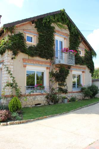 L'Alisier Chantant : Bed and Breakfast near Nonville