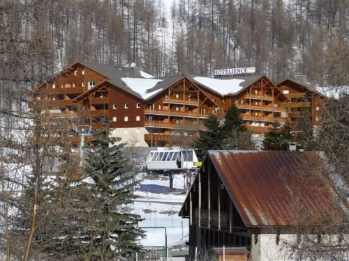 Vacancéole - Les Chalets du Verdon : Guest accommodation near Allos