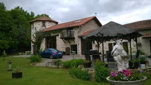 La Grange Ancienne : Bed and Breakfast near Javerdat