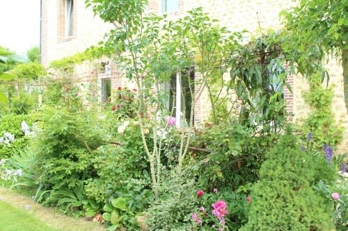 Au Jardin Des Violettes : Bed and Breakfast near Auguaise