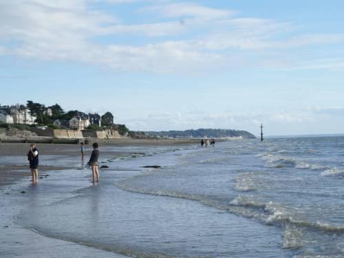 Maison De Vacances - Saint Pair Sur Mer : Guest accommodation near Saint-Pair-sur-Mer