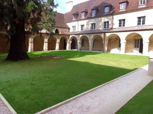Appart'hôtel Odalys Les Cordeliers : Guest accommodation near Dijon