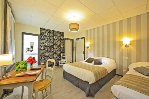Logis Hôtel Les Voyageurs : Hotel near Saint-Priest-les-Fougères